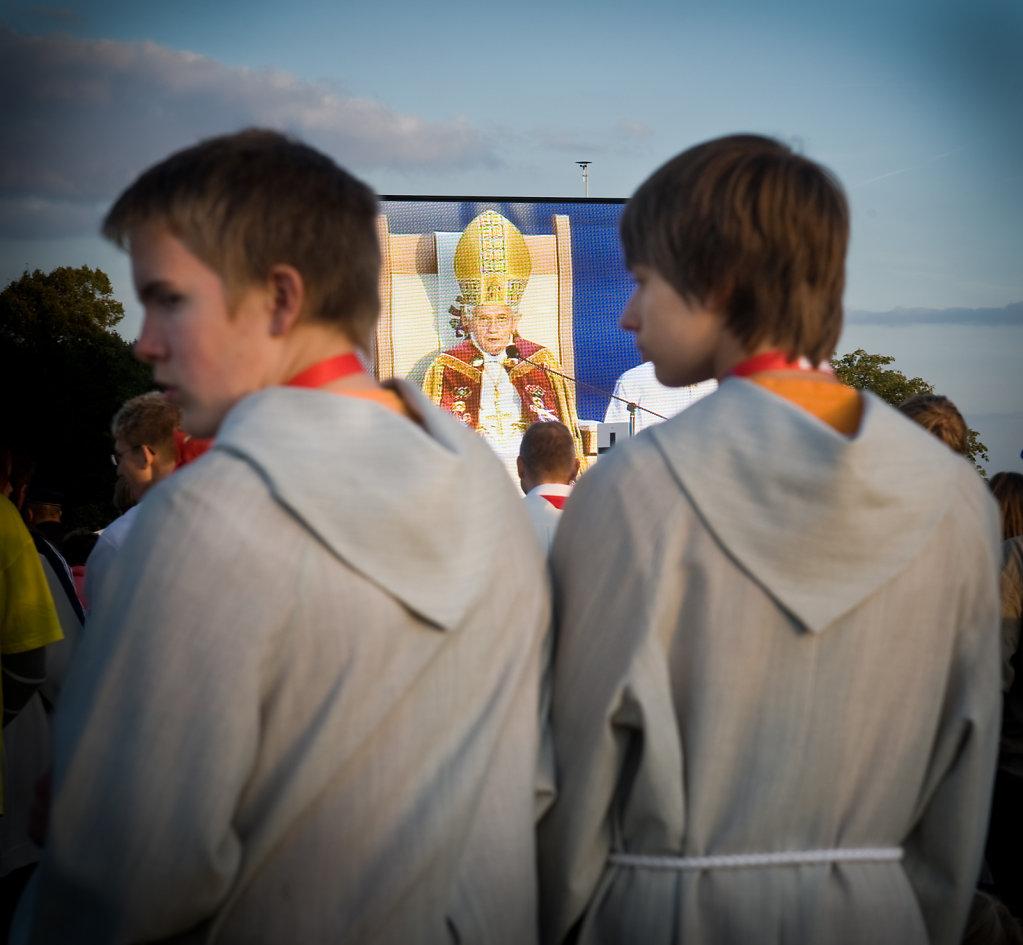 SMN-2011-09-23-PapstEzelsbach-0347.jpg